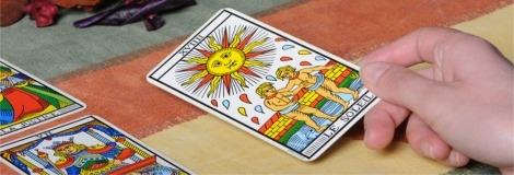 קריאה בקלפי טארוט / קוראת בקלפים