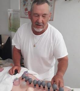 מיכאל חפץ - קליניקה לעיסויים בתל אביב.