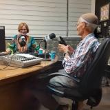 """בשידור של תכנית הרדיו - """"שניים יחדיו"""". רדיו קול חי בתכניתה של לאה שקלר"""
