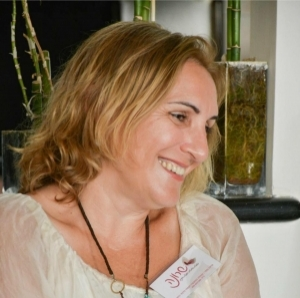 שרונה סופר – מאמנת רוחנית, מטפלת ומורה לאקסס בארס בתל אביב