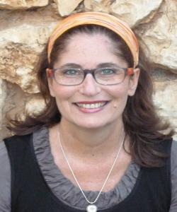 """ד""""ר אירית אלון Ph.D- טיפולי פסיכותרפיה בקול ובתנועה בשרון"""
