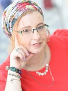 אסתר דריי - מאמנת אישית, יועצת לזוגיות ומערכות יחסים במעלה אדומים