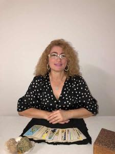 ליילה דגן בראל - מיסטיקנית ומאמנת לחשיבה חיובית ביבנה